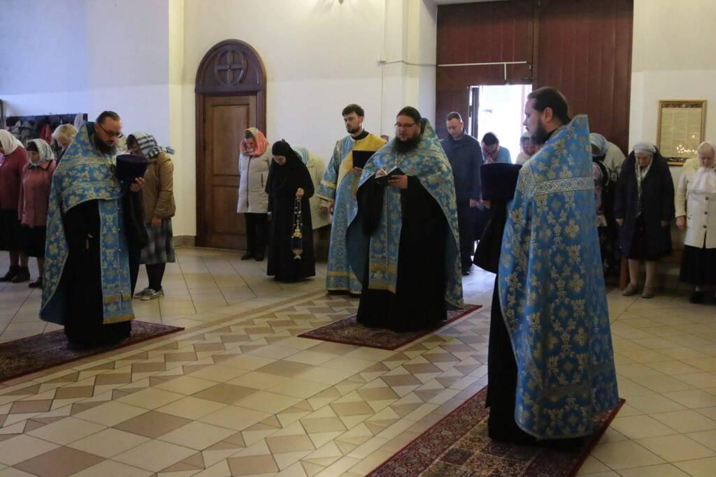 Всенощное бдение в Вознесенском кафедральном соборе в канун праздника Рождества Пресвятой Владычицы нашей Богородицы и Приснодевы Марии