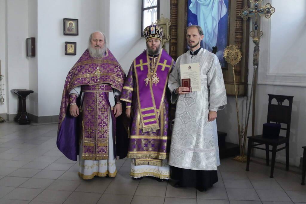 Божественная литургия в день Воздвижения Честнаго и Животворящего Креста Господня в Вознесенском кафедральном соборе