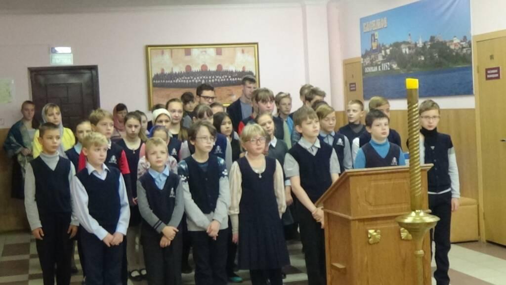 В православной школе совершили миссионерскую литургию