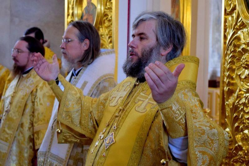 Преосвященнейший епископ Василий сослужил митрополиту Рязанскому и Михайловскому Марку за Божественной Литургией в Успенском Вышенском монастыре Скопинской епархии
