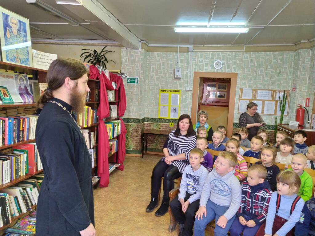 Руководитель молодежного отдела епархии встретился с дошкольниками в библиотеке №2 города Касимова