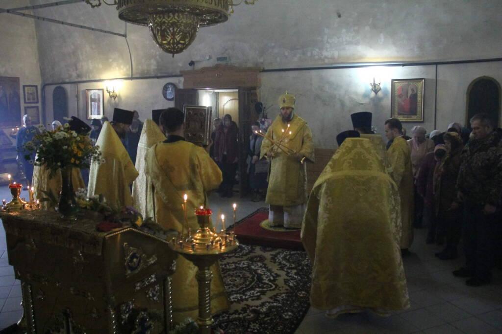 Божественная литургия в день памяти пророка Ионы в Троицком храме поселка Елатьма Касимовского района
