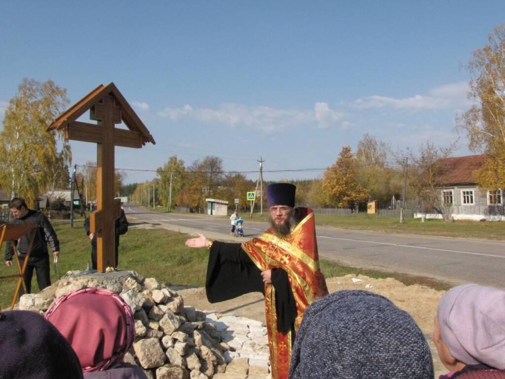 Освящение поклонного креста на месте разрушенного храма сщмч. Харалампия в с. Белое