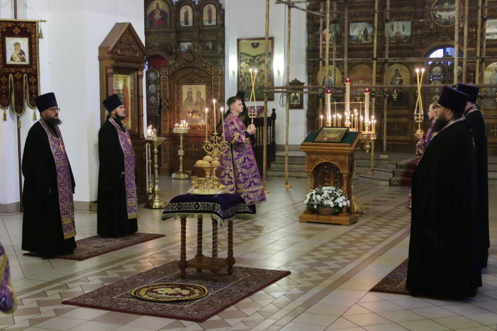 Всенощное бдение с чином Воздвижения Честнаго Креста Господня в Вознесенском кафедральном соборе