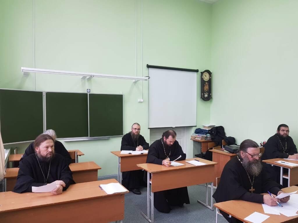 Архипастырь возглавил работу экзаменационной комиссии на курсах повышения квалификации для духовенства Касимовской епархии