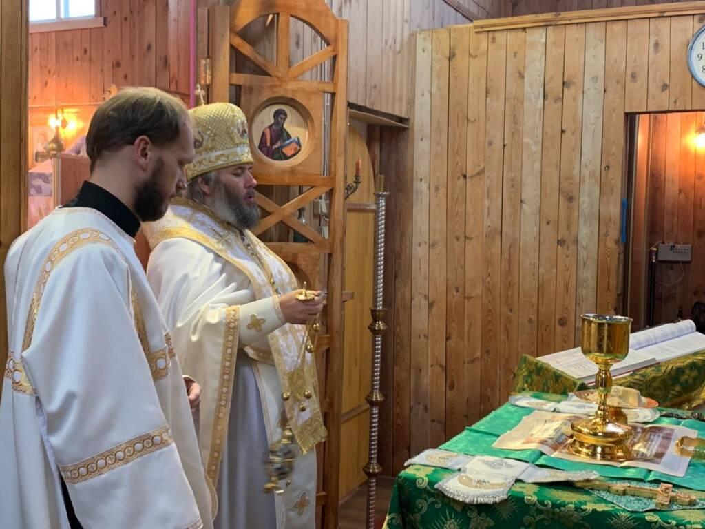 Божественная Литургия в Троицком храме поселка Болонь