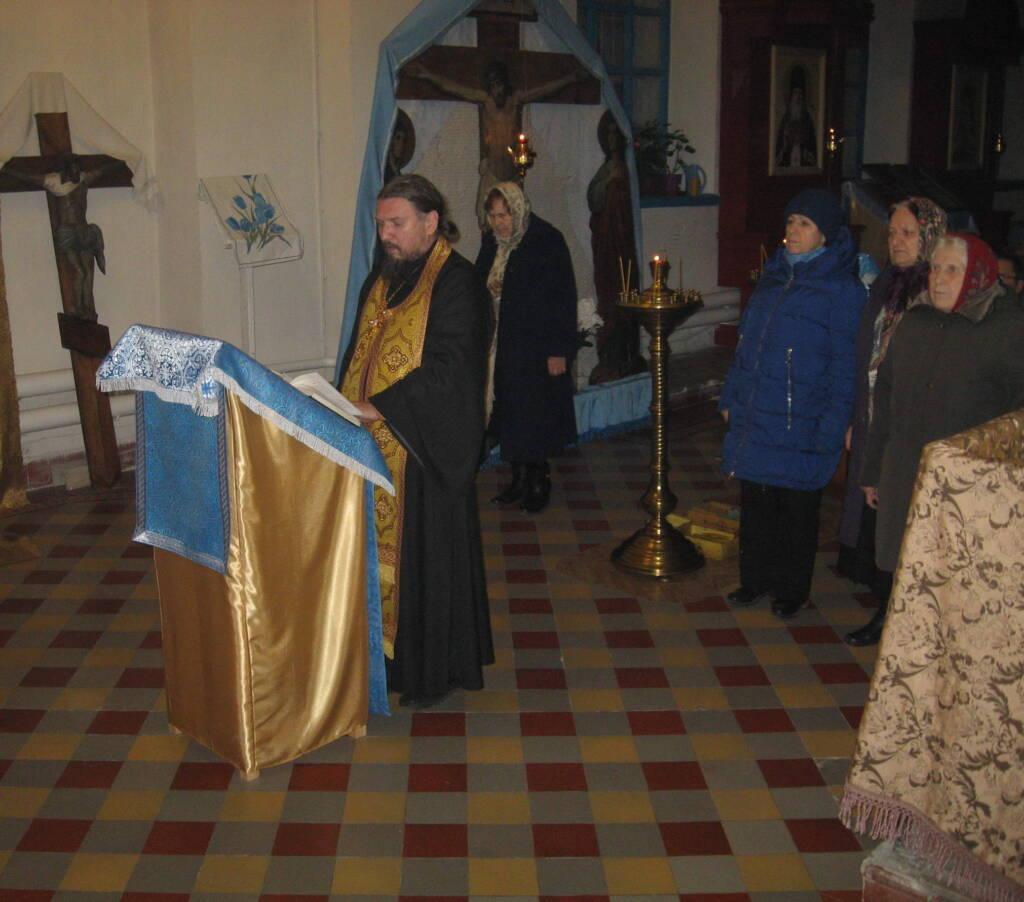 Освящения новонаписанных икон для иконостаса правого придела храма в честь Нерукотворного Спаса села Ерахтур Шиловского района