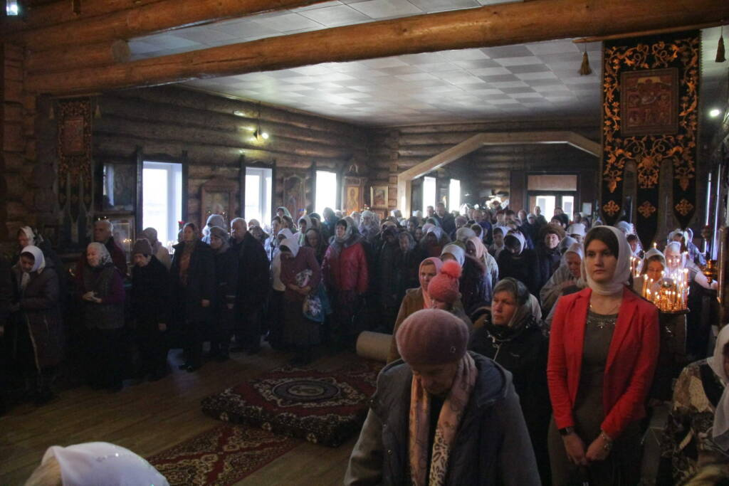 Престольный праздник в Архангельском храме г. Сасово на Собор Архистратига Михаила и прочих Небесных Сил бесплотных.