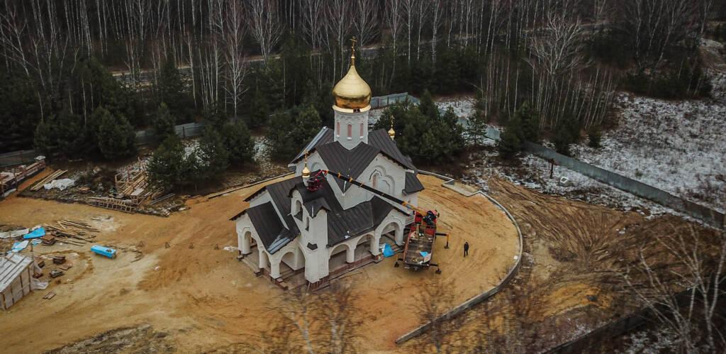 Освящение и установка Крестов с куполом для храма в честь святых благоверных князей Петра  и Февронии, Муромских чудотворцев, близ села Залесное Касимовского района.