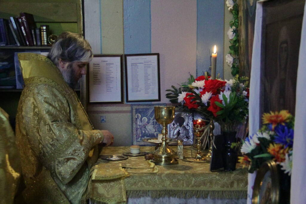 Божественная литургия в Успенском храме села Инякино Шиловского района.
