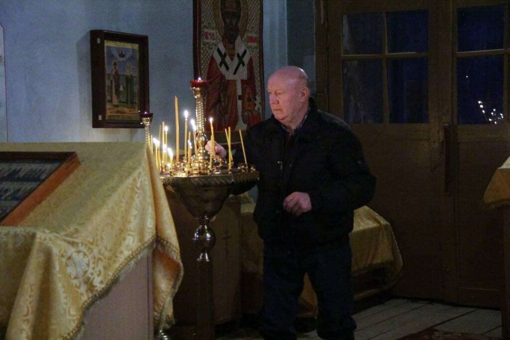 Божественная литургия в Христорождественском храме села Желудево Шиловского района в день памяти пророка Наума.
