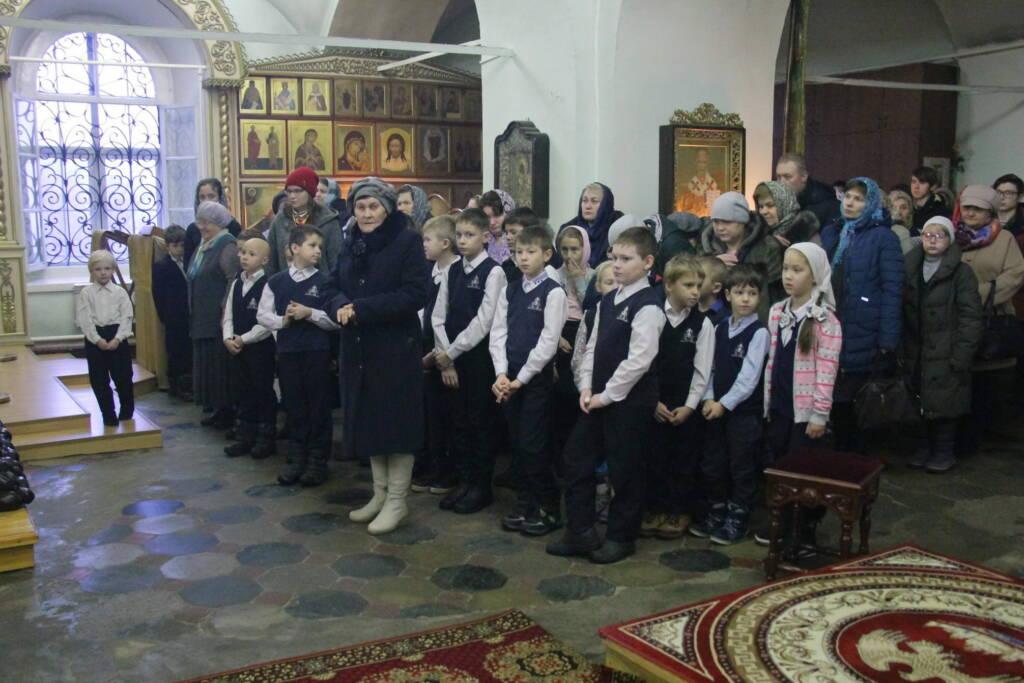 Божественная литургия в Троицком храме города Касимова в день памяти священноисповедника Сергия Касимовского.