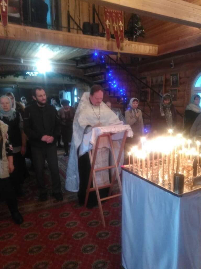 В Преображенском храме поселка Шилово было совершено молитвенное последование с покаянным каноном о прощении совершивших аборт