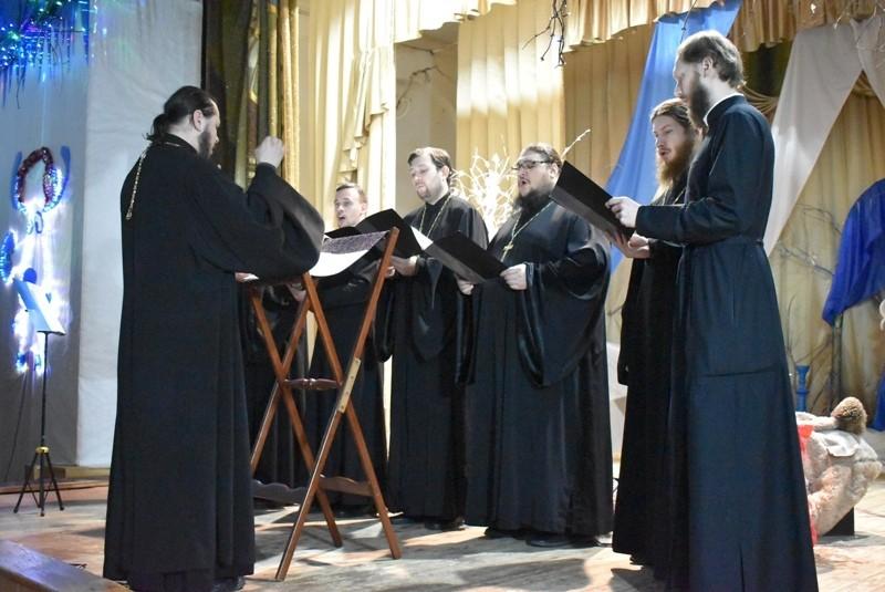 Преосвященный епископ Василий принял участие торжественном мероприятии  «Рождественские встречи», проходившем в Елатомском Доме культуры
