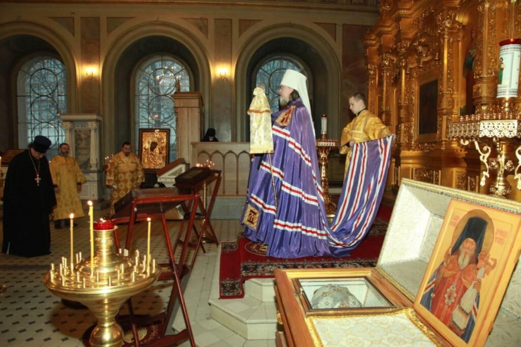 Преосвященный епископ Василий сослужил митрополиту Марку за Божественной литургией в Христорождественском кафедральном соборе города Рязани в годовщину Его Архиерейской хиротонии