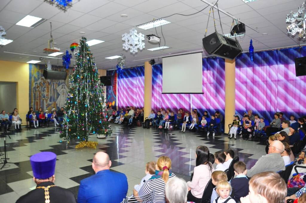 Руководитель Социального отдела Касимовской епархии протоиерей Владимир Свиридов принял участие в Рождественской елке для детей нуждающихся в социальной поддержке
