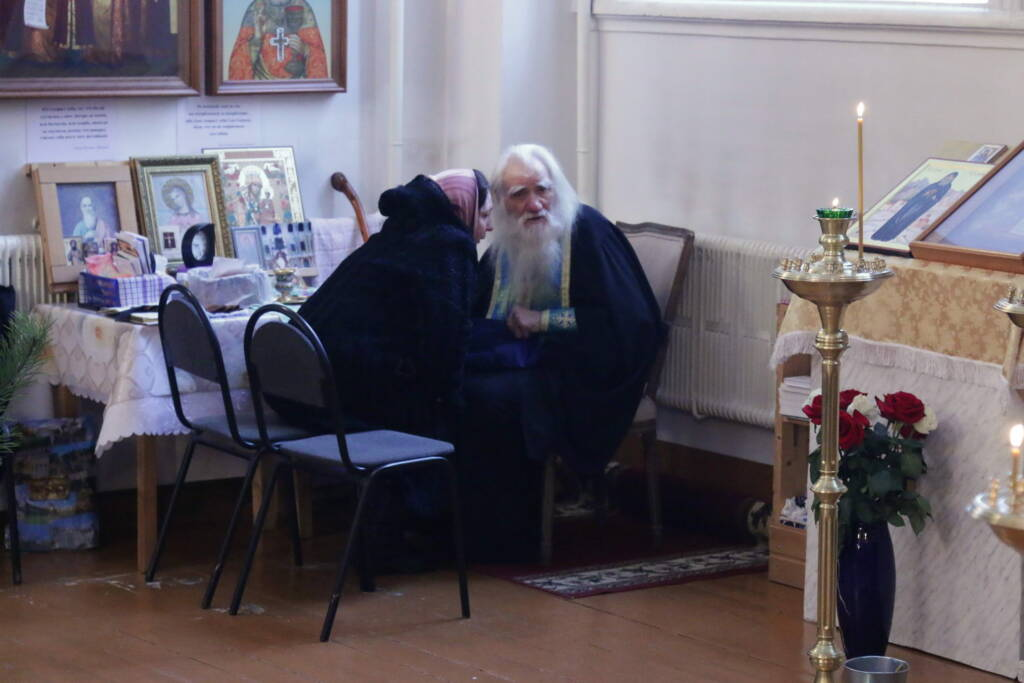 Божественная литургия в Милостиво-Богородицком женском монастыре поселка Кадом в день памяти мучеников 20 000, в Никомидии пострадавших