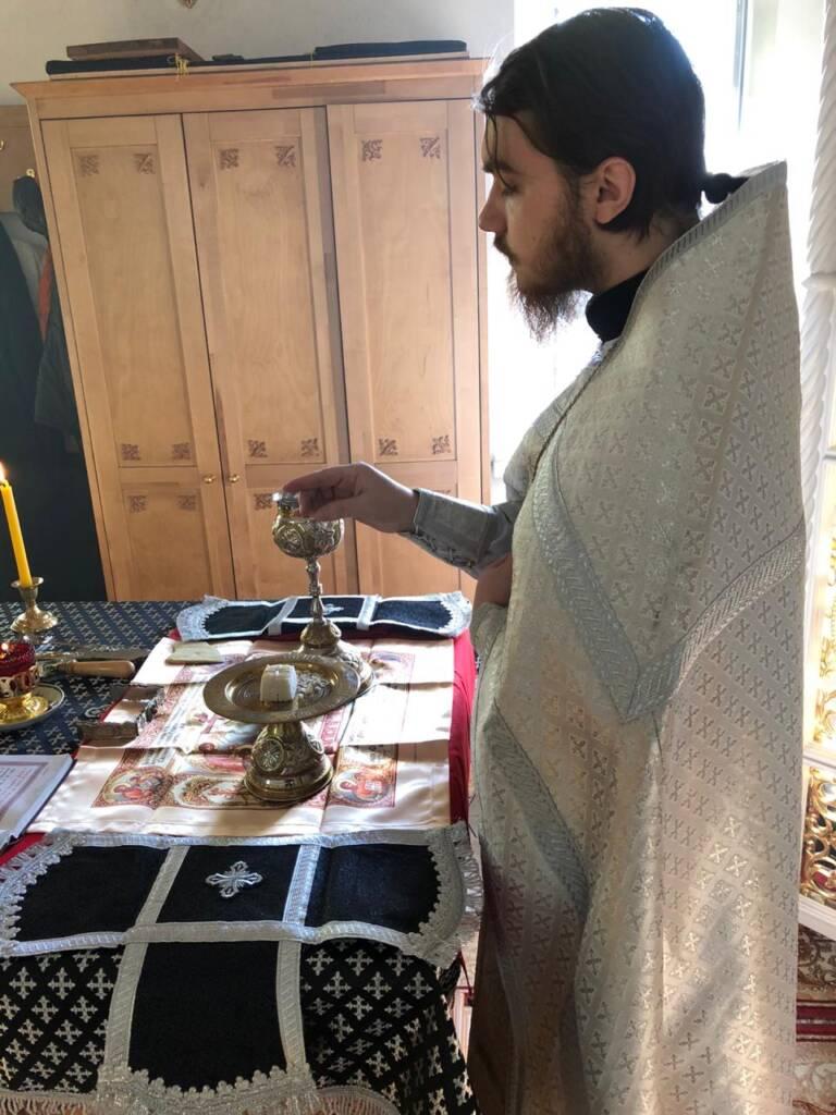 Божественная Литургия в храме великомученика Георгия Победоносца в селе  Сосновка