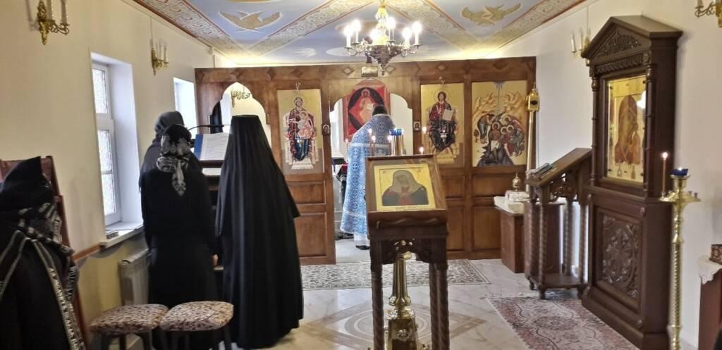 Божественная Литургия в Седмицу 5-ю Великого поста и на праздник Похвала Пресвятой Богородицы в Казанском женском монастыре г. Касимова