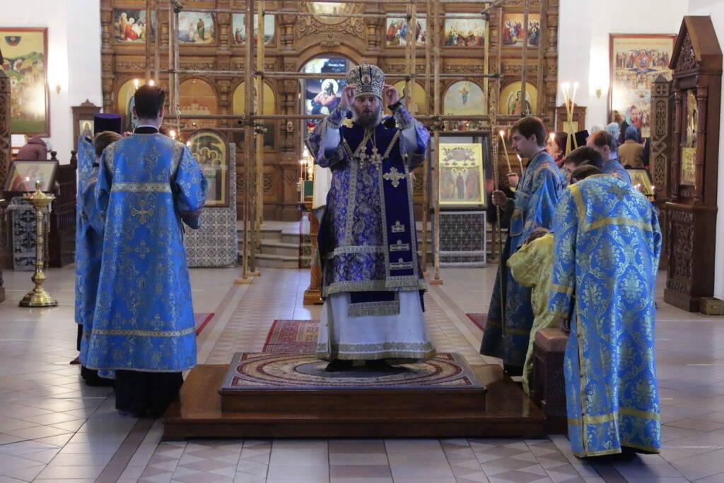 Богослужение в канун праздника Благовещения Пресвятой Богородицы в Вознесенском кафедральном соборе Касимова