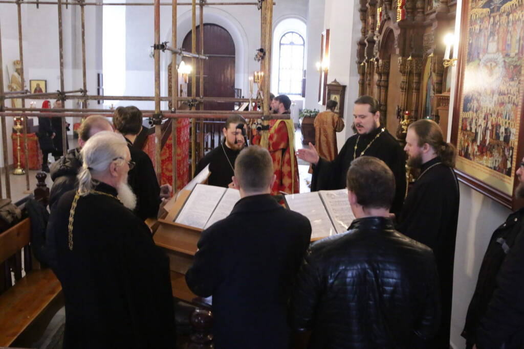 Пасхальная великая вечерня в Вознесенском кафедральном соборе