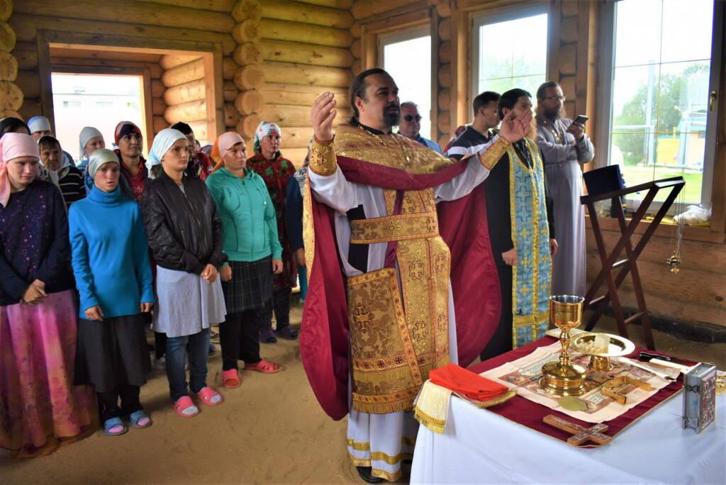 Первая Божественная литургия на престольный праздник в строящемся храме в честь священномученика Николая Елатомского, при Елатомском  психоневрологическом интернате
