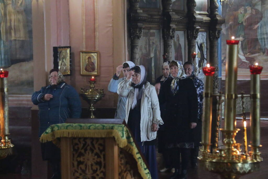 Божественная Литургия в Неделю 15-ю по Пятидесятнице, перед Воздвижением в Троицком храме села Китово Касимовского района