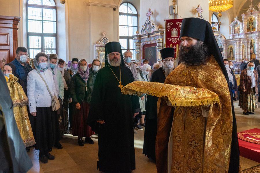 Преосвященнейший епископ Василий сослужил Главе митрополии за Божественной Литургией в Иоанно-Богословском монастыре Рязанской епархии