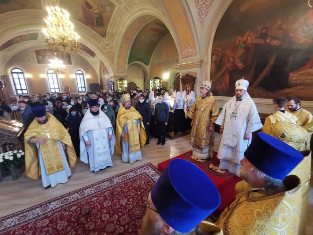 Преосвященный епископ Василий принял участие в великом освящении  приделов соборного храма Казанского монастыря города Рязани