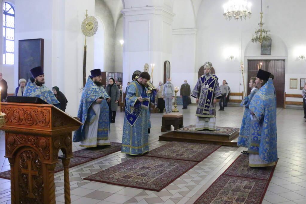 Божественная литургия на праздник Введение во храм Пресвятой Богородицы в Вознесенском кафедральном соборе города Касимова