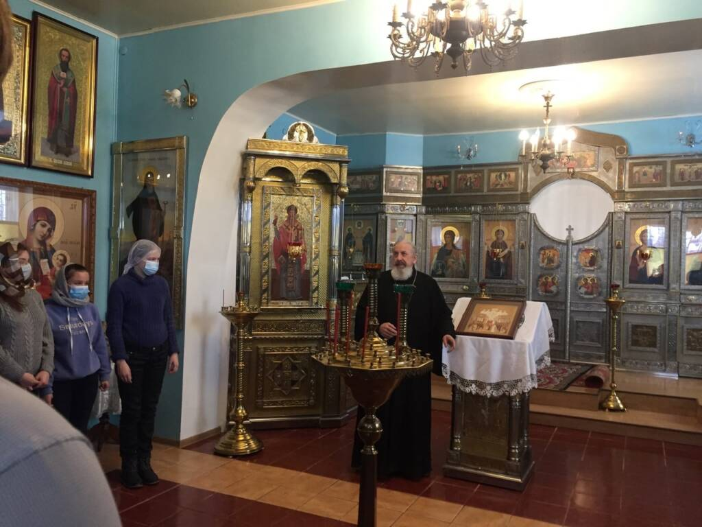 Настоятель Успенского храма иерей Василий Крючков встретился с учащимися 9 класса Мосоловской СОШ