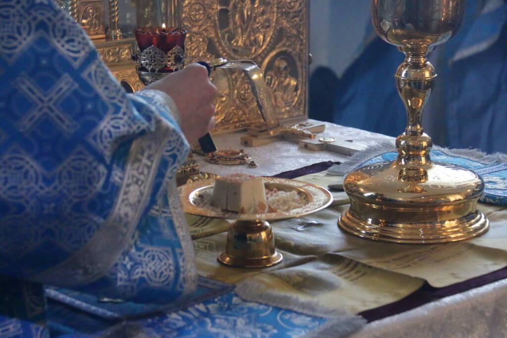 Божественная Литургия в день памяти преподобного Парфения Лампсакийского  в Никольском храме села Задубровье Шиловского района