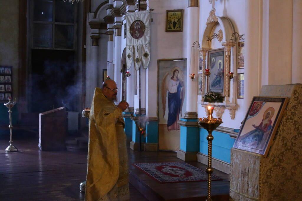 Архипастырский визит в Гусевское благочиние. Божественная Литургия в Троицком храме п. Гусь-Железный
