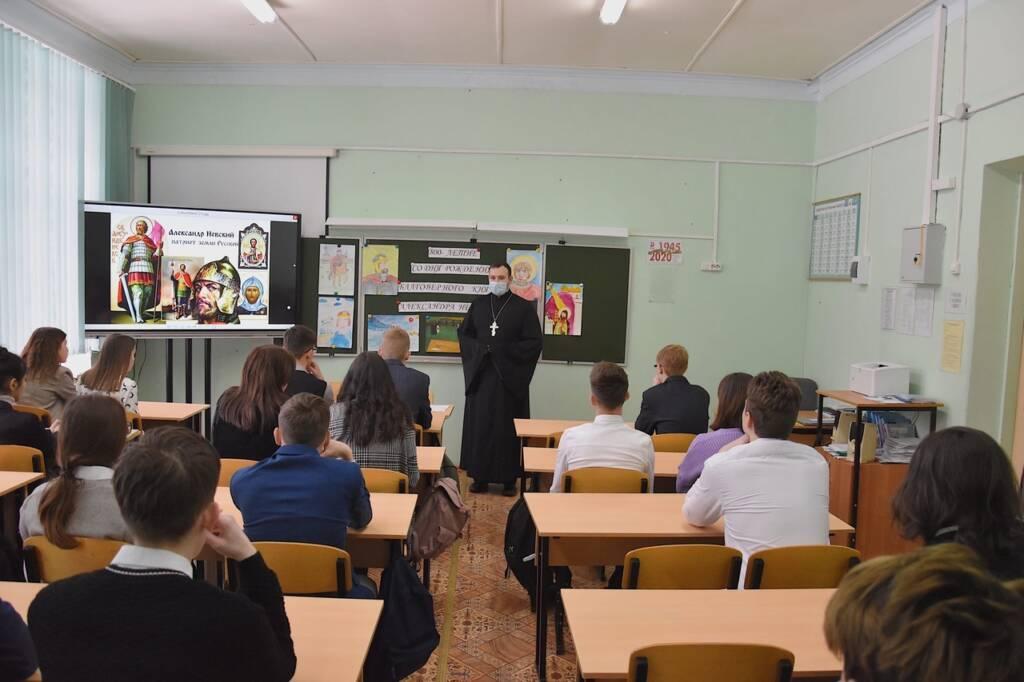 Куратор ОРОиК Касимовской епархии по Сасовскому округу иерей Александр Веденеев посетил СОШ №1 города Сасово
