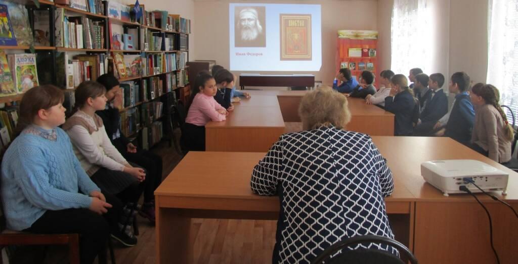 """Мероприятие для школьников """"Древние книги Руси"""" прошло в р.п. Пителино"""