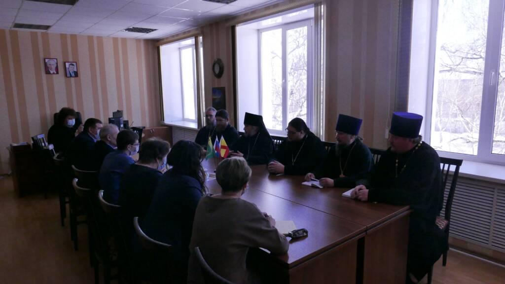 Епископ Василий встретился с главой администрации п. Кадом и руководителями социальной сферы