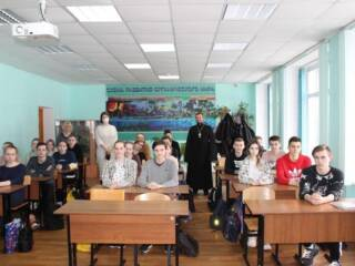 05.04.2021_Встреча о.Александра Веденеева с учащимися СОШ
