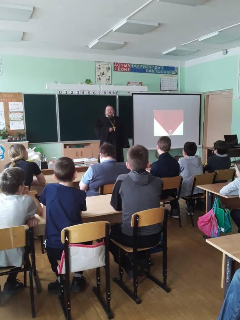 Настоятель Никольского храма с. Гиблицы Касимовского района иерей Алексий Беляков посетил Гиблицкую СОШ