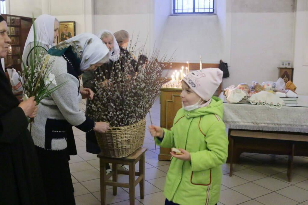 Всенощное бдение в Вознесенском Кафедральном соборе в канун праздника Входа Господня в Иерусалим