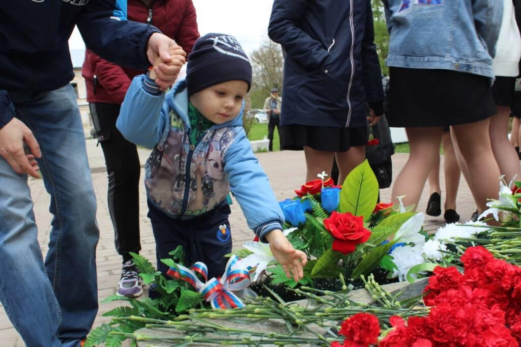 Секретарь епархиального управления протоиерей Иоанн Бобиков совершил заупокойную литию по погибшим в Великой Отечественной войне воинам-касимовцам на площади Победы города Касимова