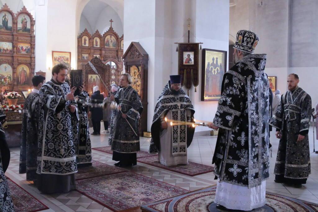 Божественная Литургия в Великую субботу Страстной седмицы в Вознесенском Кафедральном соборе города Касимова