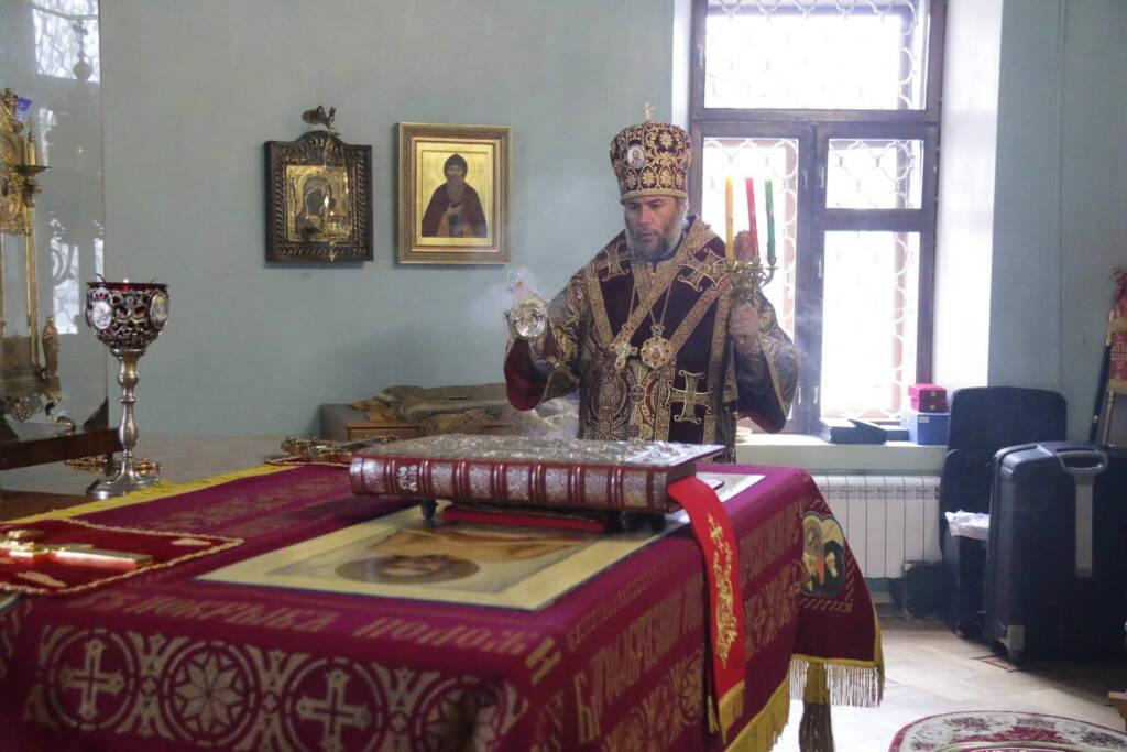 Божественная Литургия в понедельник  Светлой Седмицы в Казанском соборе города Сасово