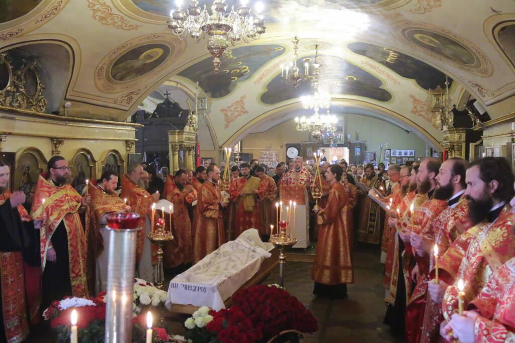 Божественная Литургия в Никольском храме города Касимова. Отпевание и погребение новопреставленного протоиерея Владимира Правдолюбова
