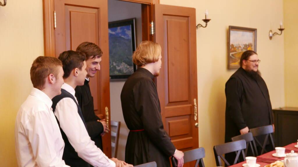 С праздником Пасхи Преосвященного Владыку поздравили сотрудники Епархиального управления