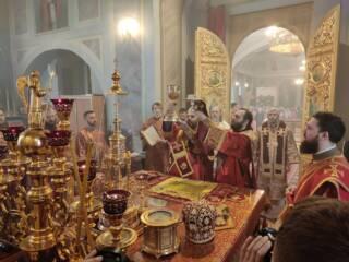 Преосвященный епископ Василий сослужил Главе митрополии в Христорождественском соборе Рязани