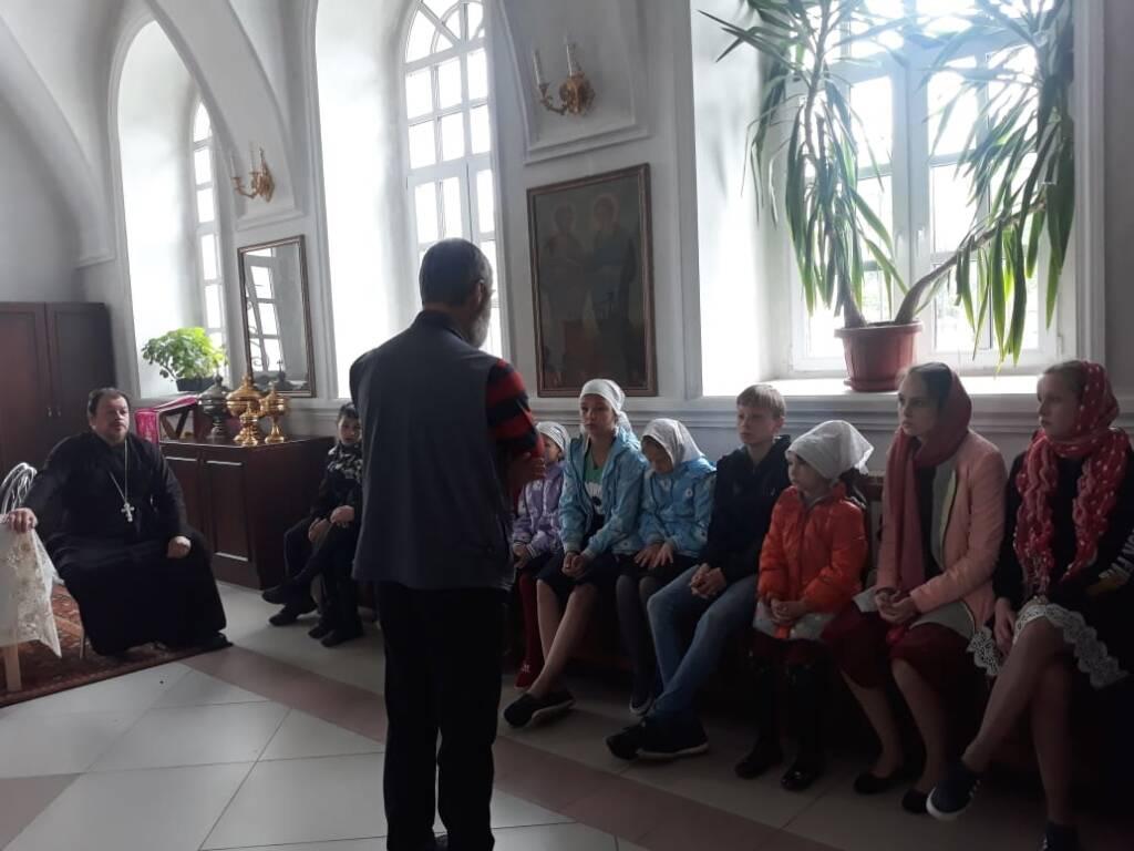 Дети из социально-реабилитационного центра г. Сасово посетили храм Успения Пресвятой Богородицы в село Огарево-Почково Сасовского района
