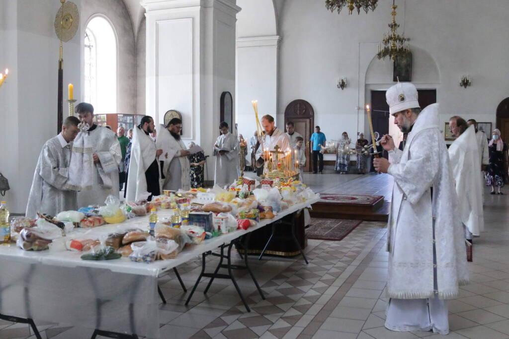 Божественная Литургия на Троицкую родительскую субботу в Вознесенском Кафедральном соборе города Касимова