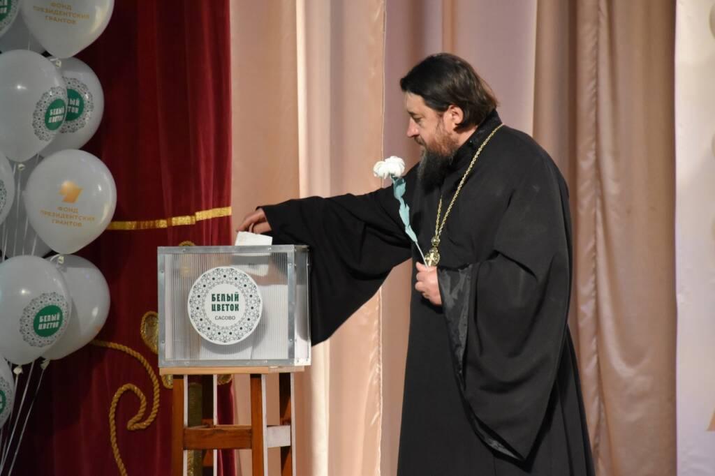 В Международный день семьи в городе Сасово впервые прошла благотворительная акция «Белый цветок»