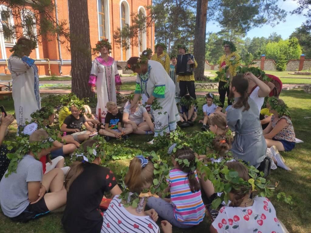 Учащиеся Лашманской школы посетили храм Рождества Христова