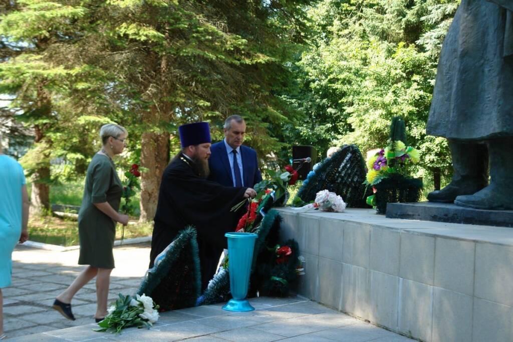 В День памяти и скорби у мемориала погибшим воинам в летнем парке п. Ермишь состоялся митинг, посвященный 80- летию начала Великой Отечественной войны